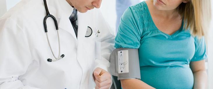 Grossesse et hypertension artérielle : les risques